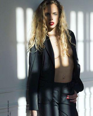 sunlight photography frenchgirl model shadows fashion