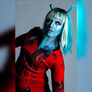 andorian alienqueen dragqueen startrek photoshoot gore halloween photography pinupcosplay glam nerdcosplay startrekcosplay model aliencosplay pinup