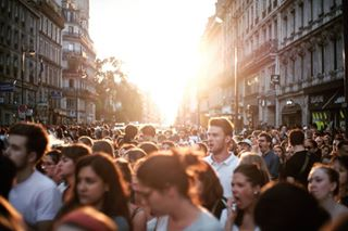 sunset pic photographie worldcup crowd paris fnaclivefestival france🇫🇷 picoftheday street photography fnaclive pictureperfect