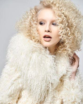 fashionblog блондинка webeditorial fashioneditorial naturalblond blondie fashionshooting fashionstylist photobyveraan съемкавстудии editorial shooting студийнаясъемка ищустилистамосква fashionist curly fashionphotoshoot ищустилиста curls fashionismypassion curlyblond новыйдог