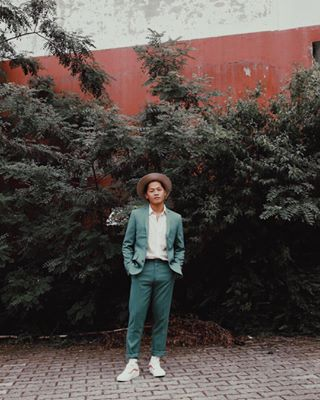 old red asian pictureoftheday asianboy thelittlethings boy plant canon pic tree captureyourlife wall laniphotography earthportraits5k portrait_blog bravogreatphoto malemodel liveforthestory takephotos photography green lanielena hat summer nature cityports earth_portraits vintage portrait