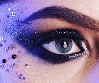 glittereyeshadow glitter thelightintheeyes details smokeyeye makeup beautyshoot