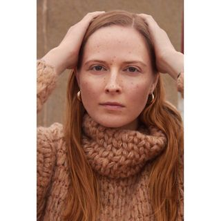photographer portrait portraitphotography barcelonasustenible englishbeauty mblasiak beauty fashion sustanaible photographerinbarcelona redhead redheadmodel piegi freckles sunkisses