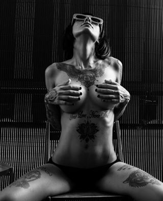 sensual_shots photography portraitpr0ject bodylanguage_bnc sombresociety igpodium_portraits pr0ject_bnw 7people_1day portraits_vision pr0ject_soul blackandwhitephoto sexy eroticism ig_muse bodymood sombrebeings