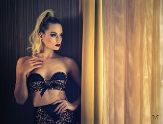onlocation model photography underwear burlesque photographystardust lingerie mood performer portrait lovemyjob bettiepage photo