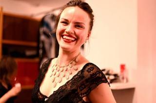 annenival smile portrait backstage portraitphotography