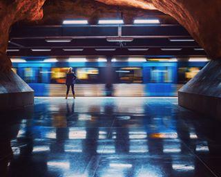 citylife igscstockholm longexposure mättro_swirl_190223 metro nikond850 reflections stillness stockholm stockholm_insta streetphotography subway tavlamedspart tunnelbana waiting