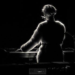 donnazed sw collosseum fineartphotography konzert model music stage swissartist canon schwarzweiss back stevenwilson musicpic femaleartist dslr swiss fineart_photobw bnwphotography canonmarkiv essen swissgirl fineart womenpower black bnw singer concert piano concertpics