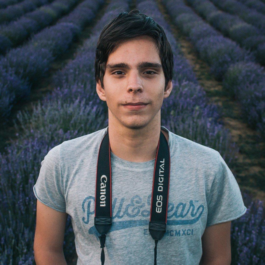 Avatar image of Photographer Aron Felszeghy