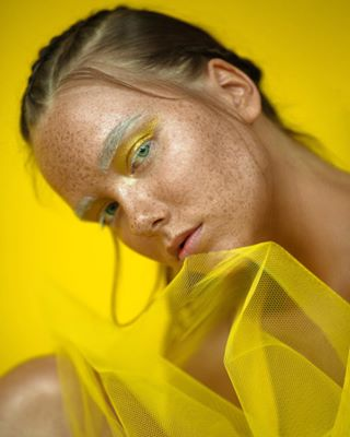 makeup geometry freckles yellow sonyclubua candy fashionfotography futalo studio a6500 woman style color lemon portraitphotography bright highlights colorful sonyportraitphoto girl fashion блогукраїнською fresh portrait