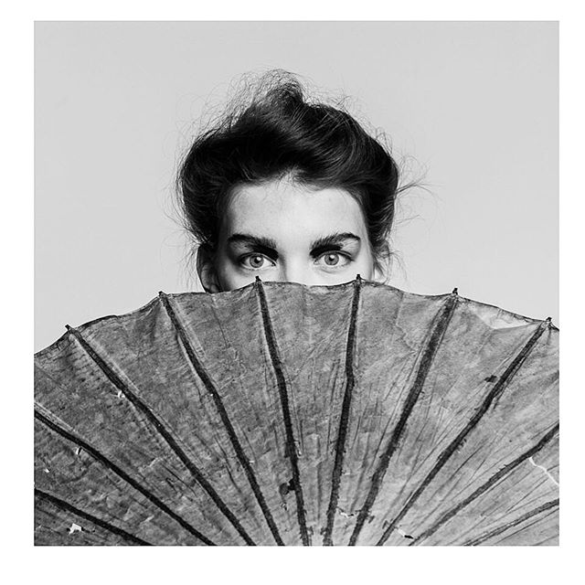 sevilaymaria portraitphotography antigue umbrella studio beauty photography