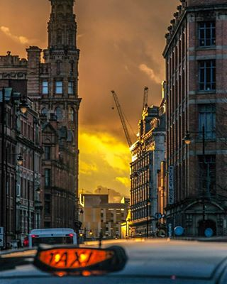 417pm manchester saturday goldenlight whitworthstreet clouds taxi canon dusk mcruk cityscape