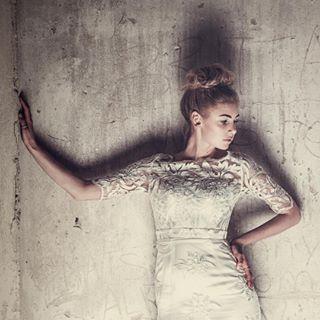 bröllopsklänning fashionshooting fashionshoots hasselblad ilovemyjob lovewhatyoudo mälsåkersslott porträttfotograf profoto shadows swedishmodel weddingdress weddingfashion zetterbergcouture