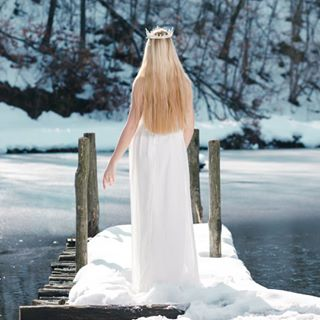 photography immaginory frozen water nymph whitedress pose silence shootingday bologna wharf crown frozenlake tones dress lake shooting snow model teal cold makeup blonde ethereal editorial