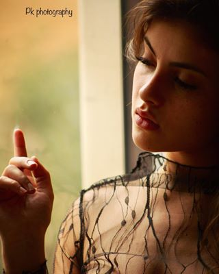 barcelona model cute photography catalunya window sensualart art photoshoot modelling