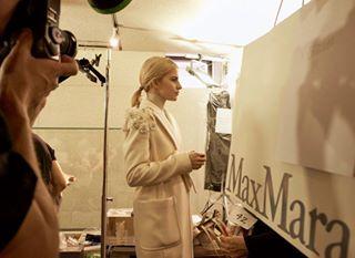 carodaur backstage bts behindthescenes fashionshows fashionshow maxmara showphotography backstageshot fashionweek aw20 fw