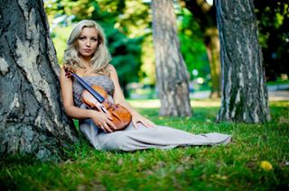 artandnature artistphotography artistsoninstagram austria green musician photography summershooting summertime vienna violin violinist wien