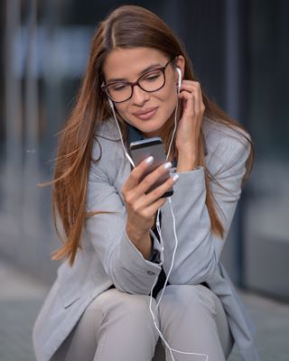 city photooftheday phone call picoftheday photography visualart portrait building girl art business day work working photographer