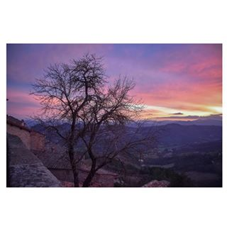 colorful colors dusk horizon igersumbria instadaily instagood keepitreal landscape latergram light montesantmariatiberina mountains nature nikond5600 nofilter notmystyle roofs rooftops rosecoloredglasses sky staygrounded sunday sunset trees umbria valtiberina view