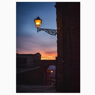 dark dusk fall glimpse igersumbria instadaily instagood instapic jacksavoretti landscape latergram light loveimperfection medieval montesantamariatiberina nikond600 nofilter quote sky streetlamps sundown sunset topofthehill umbria urban valtiberina view village visit zibba