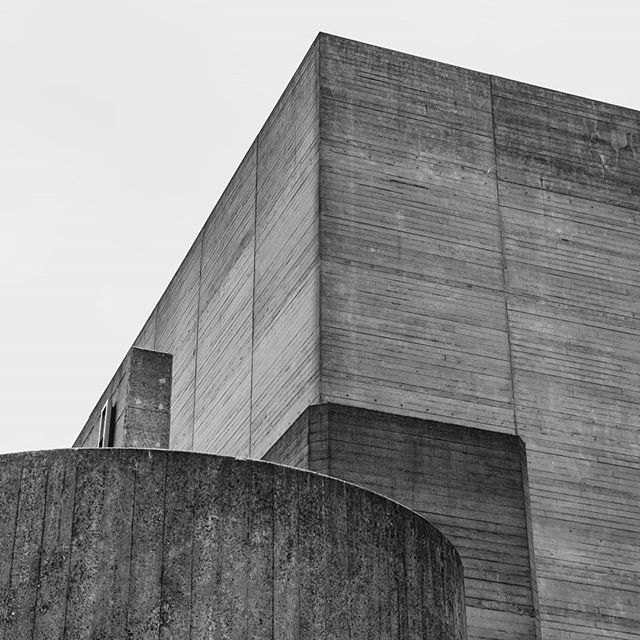 blackandwhite symmetry london perspective archdaily brutalism architecture nationaltheatre concrete tv_pointofview tv_leadinglines brutalistarchitecture photography brutalist perfect