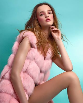 beautyphotography artificialfur pink hairstyle pinkismynewobsession beautyphotographer fashionphotographer fauxfur loveanimals photosession pinkmakeup photoshoot unitedformodels stopwearingfur polishgirl fashionmodel ilovemyjob photostudio antifur highendretouch