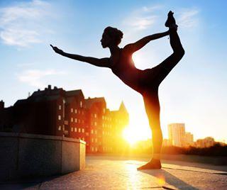 yogainspiration yoga semeinoefotocom silhouette yogainthecity yogaphoto sundown streetyogadzen instayoga йога калмацуйфотограф studio_dzen днепрйога силуэт