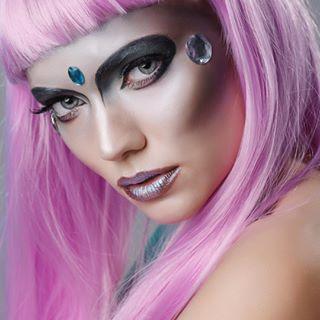 glow studio halloweenbeauty makeupartist editorial halloween blue blueeyes halloweenmakeup bucharest photo pink iceprincess fashion makeup beauty photographer colors
