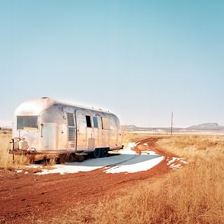 mediumformat az filmphotography winter williams kodakportra400 6x6 analogphotography williamsarizona usa airstream arizona roadtripusa caravan route66 roadtrip inthemiddleofnowhere