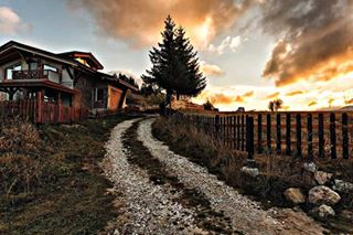 instago wood snypechat fence instatravel nature outdoors rural sunset light landscape tree visiting travel wooden country traveling farm building house old architecture sky vintage