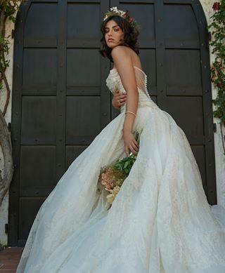 bridalmakeup bridedress weddingohotography bride bridal weddingeditorial romanticdress gaimattiolo weddingdress bouquet wedding boutique weddingshoot whitedress