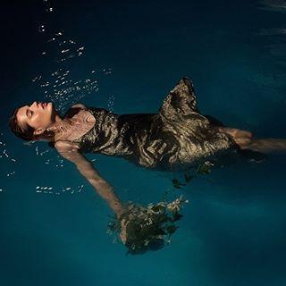 light polishgirl tbt beautiful night woman photoshoot dress gold water pool model