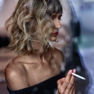 portrait beauty redlips blondehair love bff cigarette wavyhair fashion bestfriend