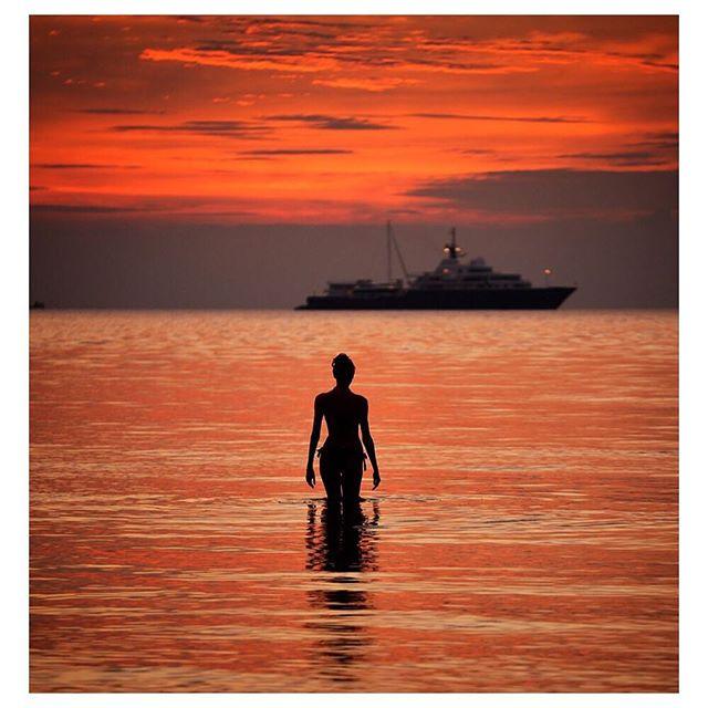 womansilhouette sunset seascape sunsets woman digitalphoto landscape digitalphotography nikonphoto nikond800 nikon kohsamui reflection silhouette red ocean thailand nikonphotography digital nikon📷