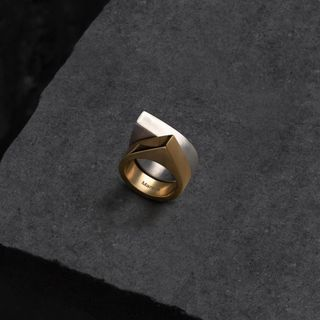 madrid estudio fotografomadrid dark moody silver ring gold fotodeproducto productphoto jewelry packshot