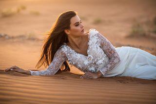 dressedtodesert timeakaplonyi bridalwear figure sunset desert picofthedayphoto bride desertphotography brunette sand misshungary2016 desertsunset andrasschramworkshop instapic golden picoftheday dubaidesert