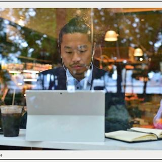 annalisacimmino coffeeshop concentration diversity downtownmanhattan financialdistrict focus gettyimagescontributor_creative handsomeman inclusion korean laptop maninsuit men menmodels model onthemove unconventionaloffice workingonthemove