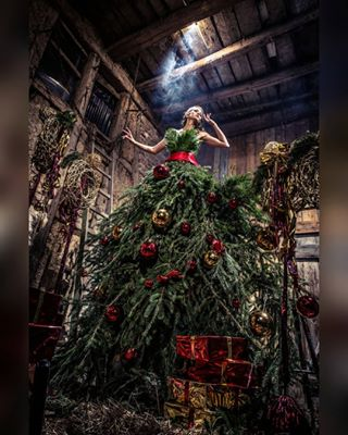 creativeart setdesign christmasfashion christmas cosplay cosplayphotography darkbeauty christmasdekoration christmastree