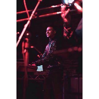 musicvibe jazzhands nikonworld nikonportrait ukmusician nikoncaptures nikond750 musicportrait swindle swindleuk weekdayparty nikoncameras musicphotographer undergroundscene undergroundmusic musicianphotography lowlightphotography fiddlers synthmusic