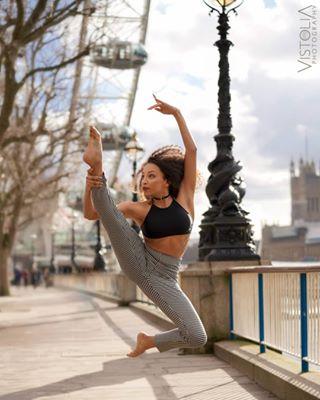 workout streetstyle sports sonyalpha portrait photoshoot londonphotographer londoneye lifestyle leap fitness fashionphotography editorial dancer bokeh bealpha ballet ballerina action acrobatics a7riii