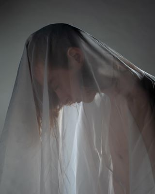 fashionshoots veils photographer beautyshoot studiophotography_model mesh photography studioshoot shadowshapes