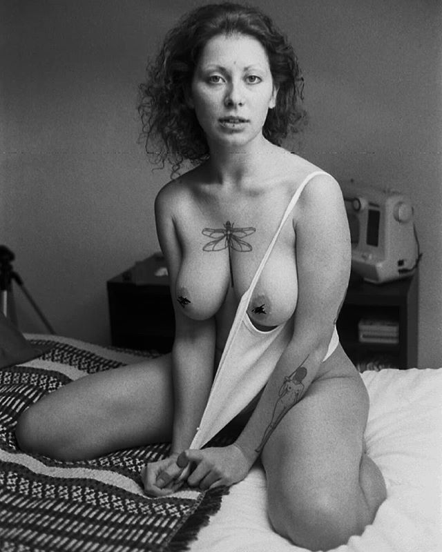 sensual portraitphotography stories naked love blackandwhite naturephotographer perfection photography girls naturephotography bed analogue women 35mm innerlove raw beauty romantic rawnakedstories analoguephotography