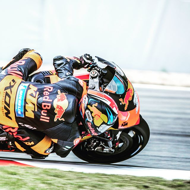 motor motogp canonaustria spanish action redbull athlete next winner speed trip motos light contrast ole czech motorcycle panning race laps grandprix photography championship circuit power frame sports weekend stop