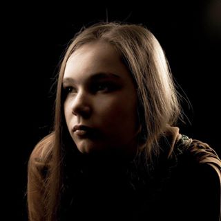 photography cameranu_nl photo portfolio lighting 📸 fotovakschoolrotterdam beautydish agedphoto jil softbox studio