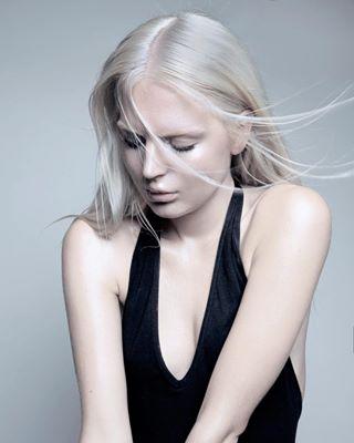 cdmx blondehair fashion editorial wind