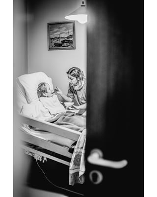 photoreport theelderly reportagephoto oldeage antoineviolleau retirementhouseworkers noiretblanc soinauxpersonnesagees personneldemaisonderetraite maisonderetraite ephad retirementhouse blackandwhitephotographie sickness personnesagees takingcareofsomebody