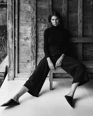 elle calvinklein voguemagazine fashioneditorial voguespain maxmara graziamagazine marieclaire fashiontrend bali hufmagazine acnestudios ellespain baliindonesia