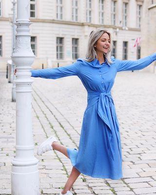 meandotherstories dress andotherstories travelblog flyaway austria traveling citytrip bluedress vienna smiling europe whatwewear whatwomanwear fashion wenen perfectholiday travelgirl happyspring