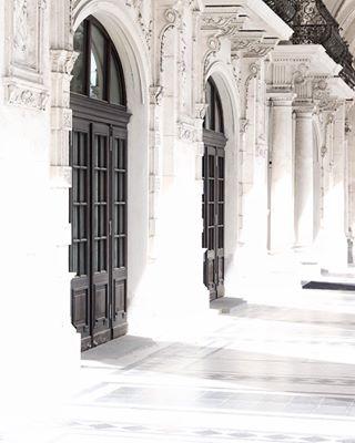 vienna europe happyspring perfectholiday traveling citytrip whitearchitecture wenen travelblog austria doors architecture travelgirl