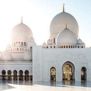 uae marble museide grandmosque 35mm spiritual fujifilmme photography x100f abudhabi instagram sheikhzayed flowers mosque white fujifilm quiet